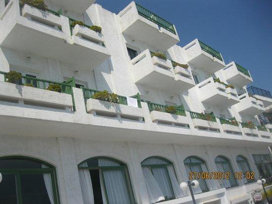 Maragakis Hotel: Вид на отель с набережной