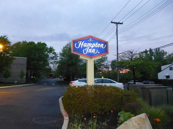 Hampton Inn NY - JFK: entrance sign