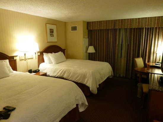 Hampton Inn NY - JFK: beds