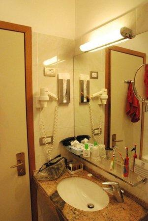 FH Grand Hotel Palatino: angolo specchio lavandino