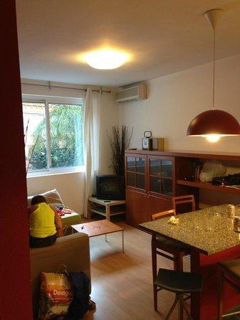 Barcelonastuff Apartments : Salon/cuisine