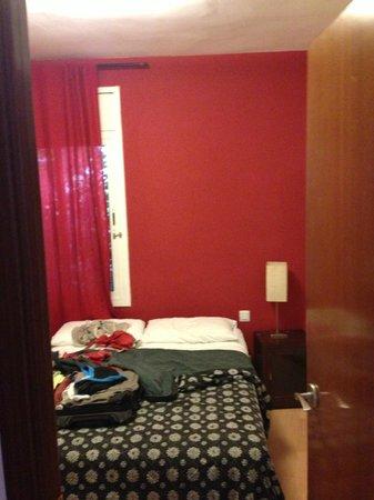 Barcelonastuff Apartments : Chambre