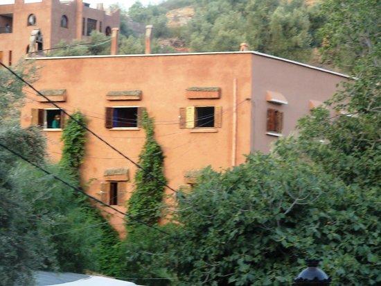 Hotel Chellal d'Ouzoud : Vue angle de l'hôtel