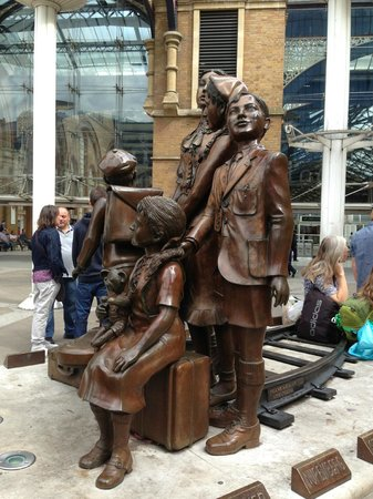 Jewish London Walking Tours: Kinder Transport Memorial at Liverpool Street Station