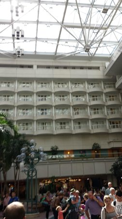 Hyatt Regency Orlando International Airport: The rooms with verandas with an inside view, facing the courtyard.