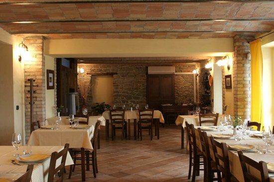 Santo Stefano Belbo, Italia: Sala ristorante dell'agriturismo
