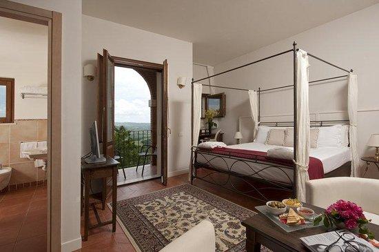 Saturnia Tuscany Hotel: Bedroom