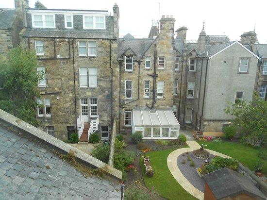 Brownlees Guest House: Vista sul retro dalla camera n 4