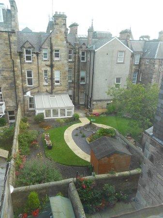 Brownlees Guest House: Vista sul retro