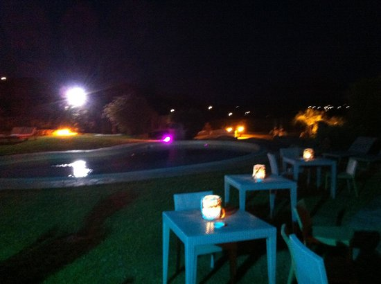 Hotel Ollastu Residence: Le piscine by night