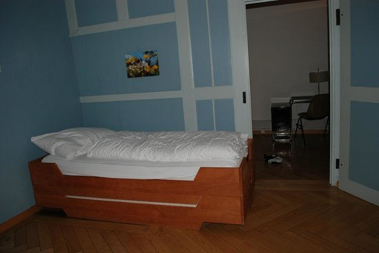 Schwert Thun: single bed our room which also in also our room which also included a queen bed