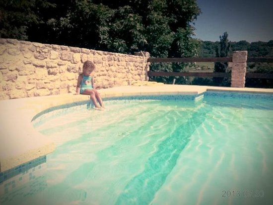 Domaine Du Bas Chalus : piscine provensale