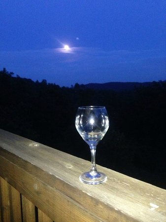 Blue Mountain Escape: Night time is special