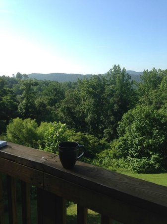 Blue Mountain Escape: Coffee on the deck