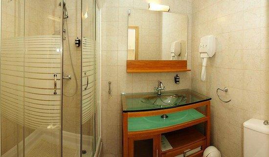Berkeley Hotel & Day Spa: Bathroom