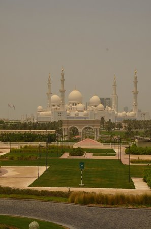 The Ritz-Carlton Abu Dhabi, Grand Canal: view over the mosque