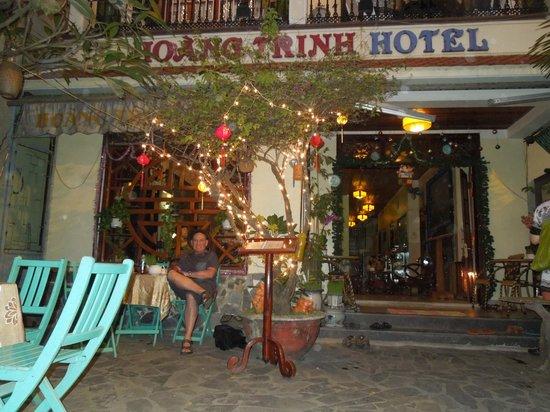 Hoang Trinh Hotel: schöne grüße aus Salzburg