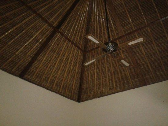 Balangan Garden Bungalow : tetto di paglia