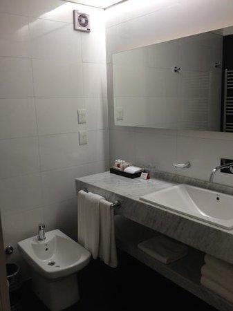 Fierro Hotel Buenos Aires: baño