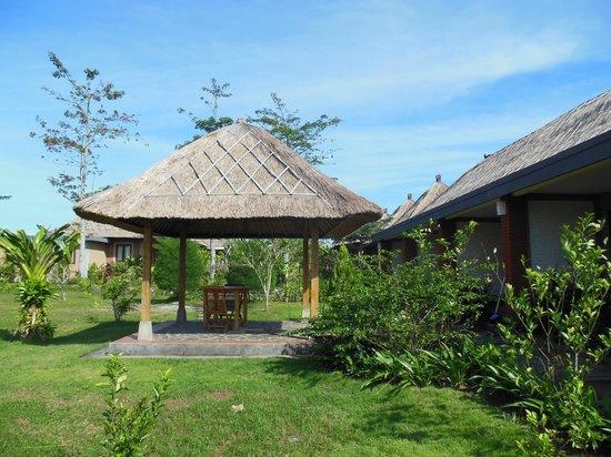 Balangan Garden Bungalow : giardino