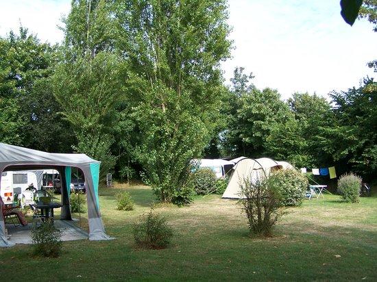 Camping de Matignon le Vallon aux Merlettes : semi ombragé