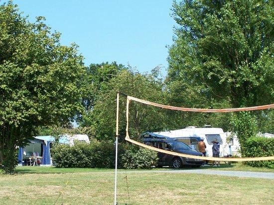 Camping de Matignon le Vallon aux Merlettes : cadre boisé