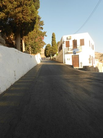 Hotel Lindos View: That dreaded hill and the same again around the corner!