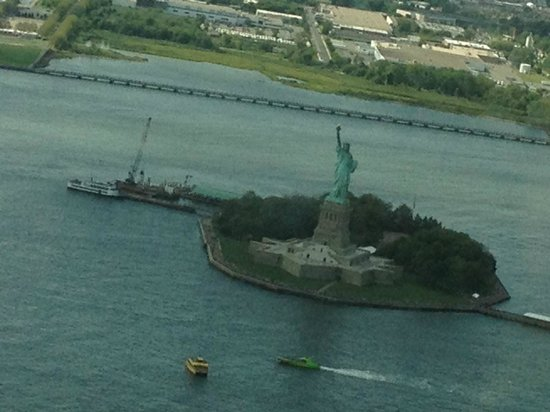 Manhattan Helicopters : ellis island