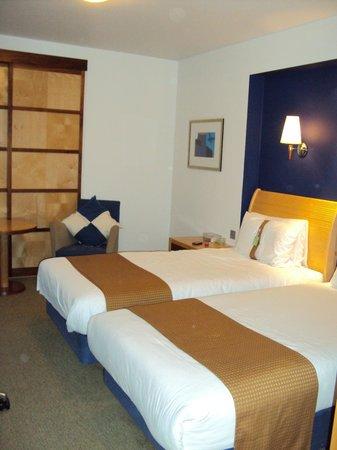 Holiday Inn Leeds Brighouse: Bedroom