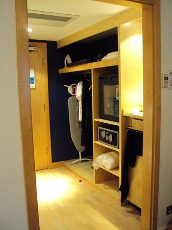 Holiday Inn Leeds Brighouse: Utility room
