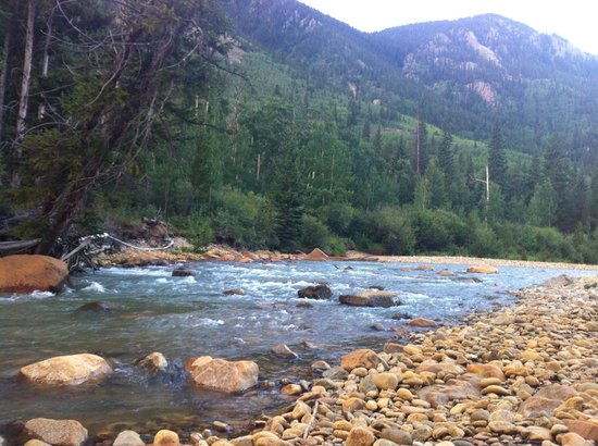 Mount Elbert Lodge: Down by the stream