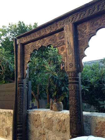 Spirit of the Knights Boutique Hotel: Detail of a gate in the garden