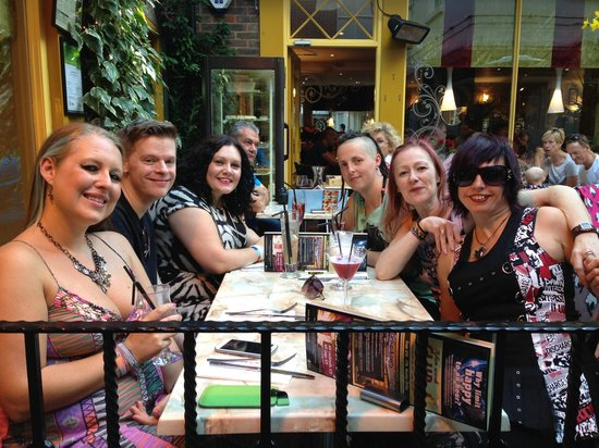 Lucia Wine Bar & Grill: Birthday celebrations at Lucia