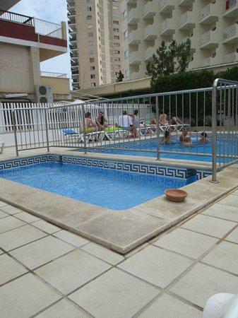 Sol y Vera Apartments: piscina