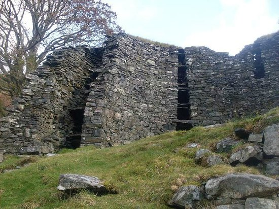 Brochs at Glenelg - Dun Telve & Dun Troddan: The double-walls of the broch.