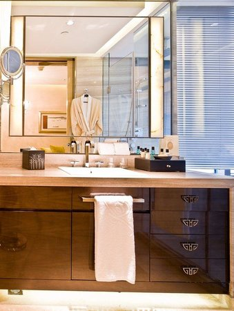 THE ONE Executive Suites managed by Kempinski-Shanghai: Bathroom