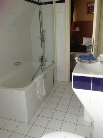 Best Western Le Nouvel Orléans : bathroom of 603