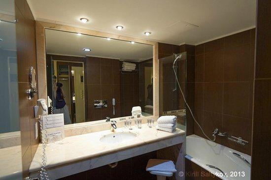 Zante Park Hotel, BW Premier Collection: Ванная