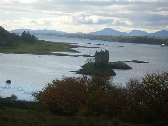 Castle Stalker View Cafe: The view of Castle Stalker