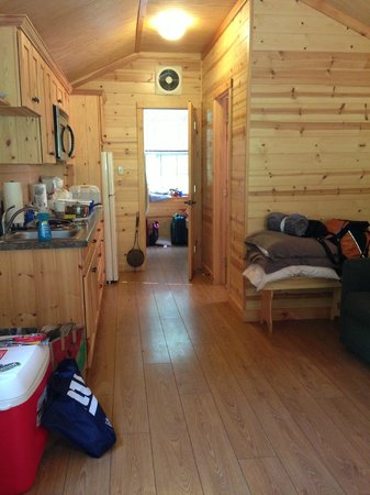 Hersheypark Camping Resort: View from front door back to bedroom; kitchen on left, bathroom on right