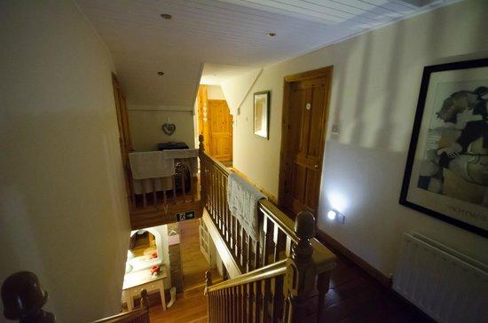 Culmore Cottage : Couloir accès au chambre