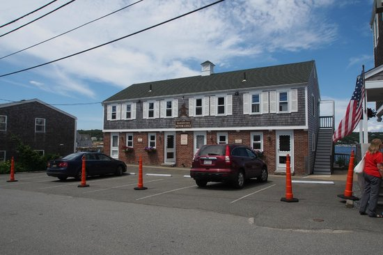 Bearskin Neck Motor Lodge: Devanture de l'auberge