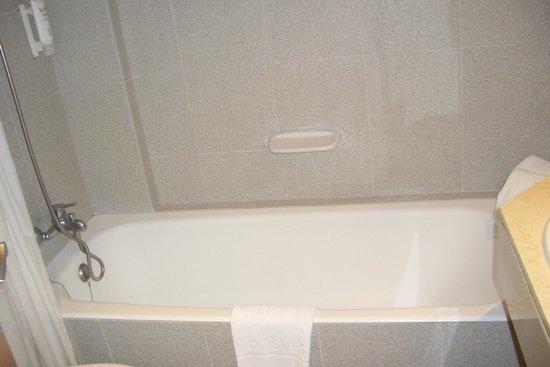 Tryp Palma Bosque Hotel: Una foto della vasca da bagno...