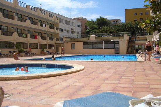 Tryp Palma Bosque Hotel: la piscina...