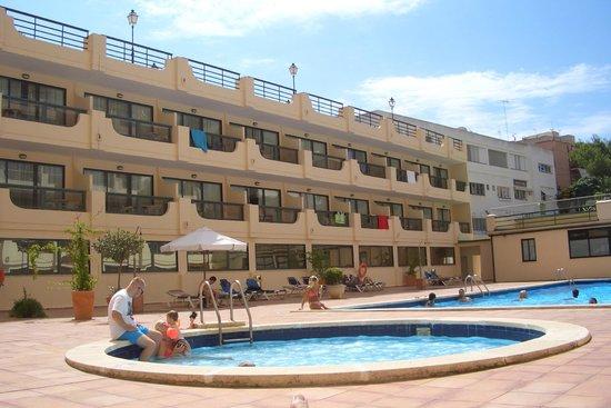 Tryp Palma Bosque Hotel: Una foto della piscina...