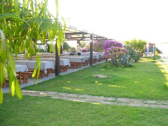 Hotel Club Costa Verde : restaurant de la plage