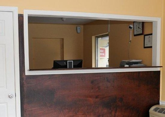 Budget Lodge Churchland: Front Desk