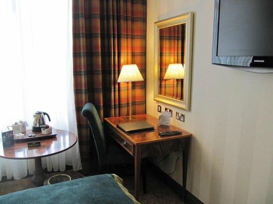 Europa Hotel - Belfast: Table