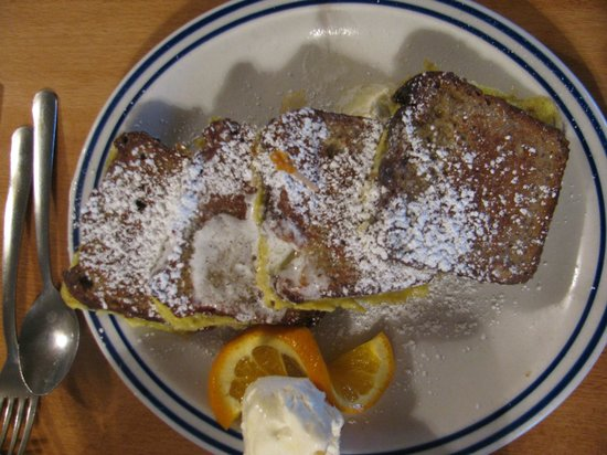 Running Bear Pancake House: Delicious banana bread french toast