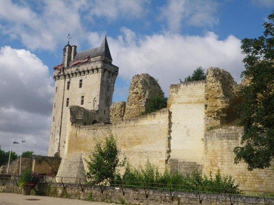 Forteresse royale de Chinon: Entrée de la forteresse